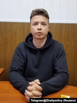 Кадр из видео допроса Романа Протасевича