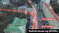 Пробка, которая возникла на улице Грушевского 15 декабря из-за частичного перекрытия движения для проезда кортежа премьер-министра