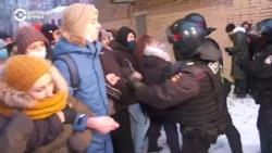 """Дубинки против туалетной бумаги: противостояние на """"Красносельской"""""""