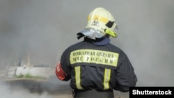 Пожарный в Москве. Архивное фото.