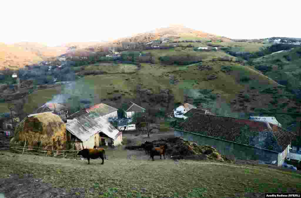 Село окружено обширными пастбищами, а горные родники снабжают его чистейшей водой