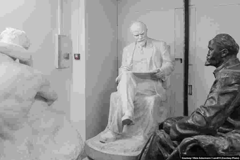 Пара Лениных в Национальном музее искусств в Киеве