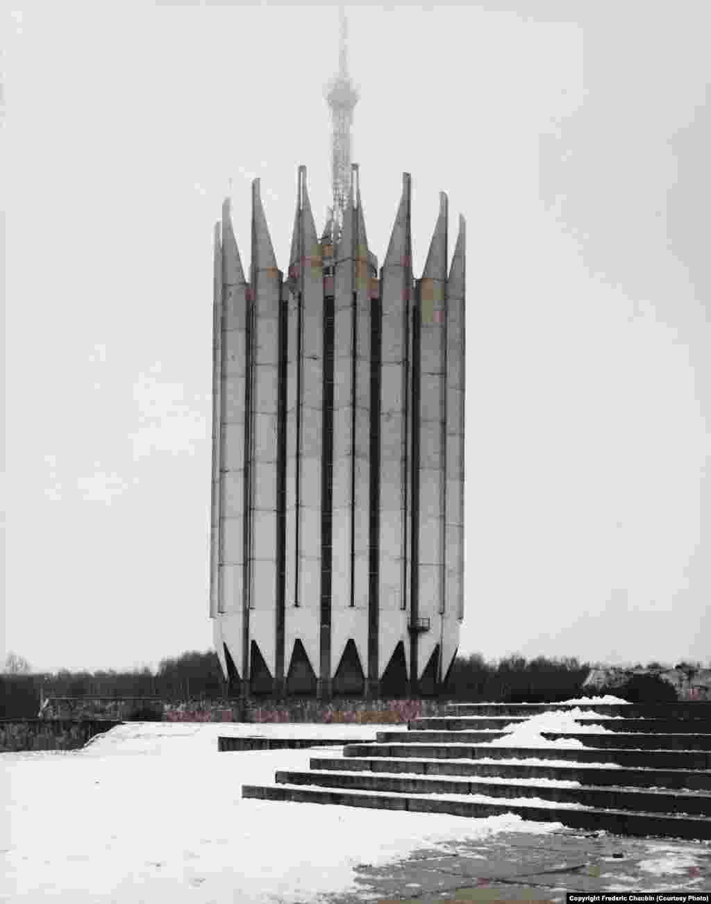 Институт робототехники и технической кибернетики в Петербурге. Архитекторы: С.Савин и Б.Артюшин. 1987 год