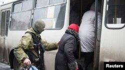 Эвакуация жителей в Дебальцево