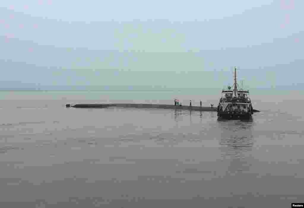 "Судно""Звезда Востока""затонуло 1 июня в провинции Хубэй. Оно направлялось из Нанкина в Чунцин на юго-западе Китая"
