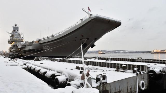 Programme: Единственная в России платформа – под водой. Единственный авианесущий крейсер – с пробоиной. Россия и НАТО одновременно проводят учения в Норвежском море. Совет безопасности ООН впервые за полгода обсуждает ситуацию в Донбассе