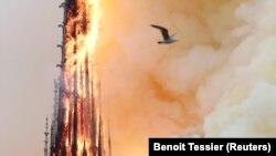 Как горел собор Парижской Богоматери. ФОТО