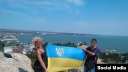 Фотографии на фоне крымской горы Митридат в День Независимости Украины 24.08.2015