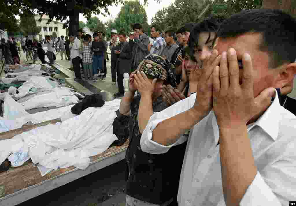 Ход столкновений между узбекскими вооруженными силами и демонстрантами до сих пор не расследован