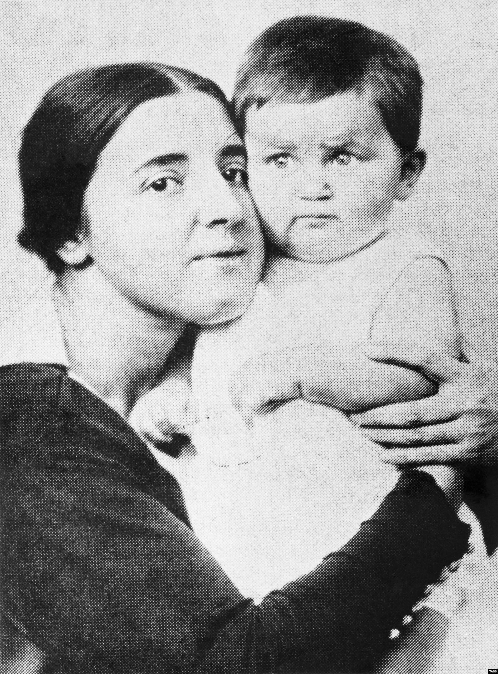 Надежда Аллилуева с сыном Василием, 1922 год. Фото: ТАСС