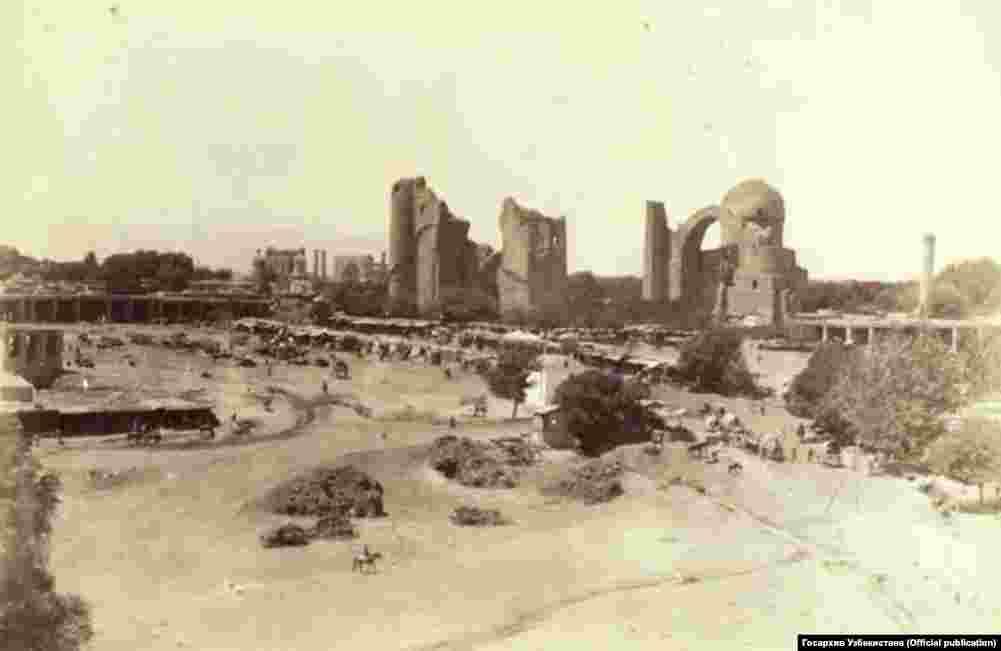 Вид на мечеть Биби-Ханым. Фотография слева сделана в начале XX века.