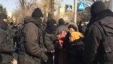 В Алма-Ате задержали не менее 40 человек возле отделения правящей партии