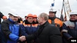 Президент России Владимир Путин на встрече со строителями Керченского моста, 18 марта 2016