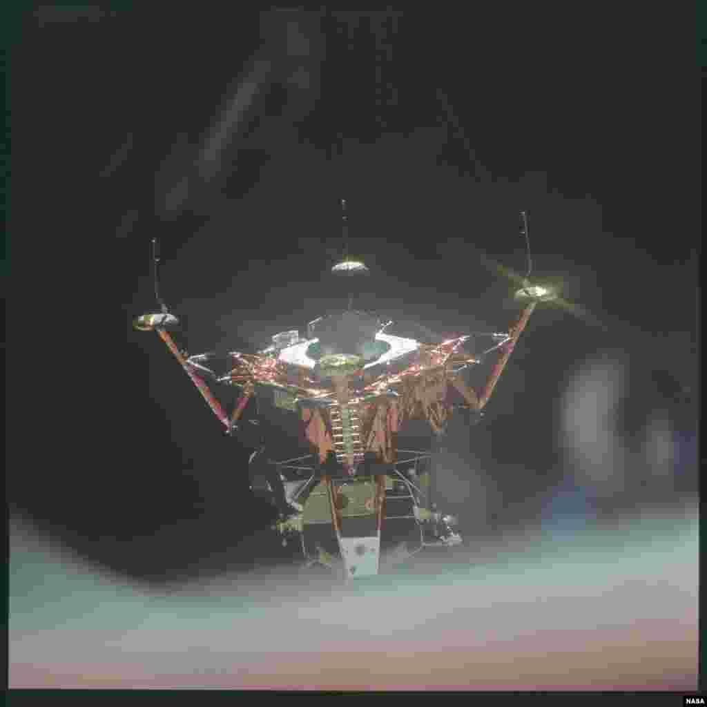 """За время программы было установлено множество рекордов. Один из них - самая высокая скорость, с которой когда-либо передвигался человек. Модуль экипажа """"Аполлона-13"""", возвращаясь домой, набрал скорость 39 897 километров в час"""