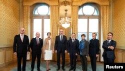 Правительство Швейцарии (справа – глава Федеральной канцелярии, который не входит в состав правительства)