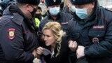 Задержания журналистов и медиков у колонии, где сидит Навальный: как это было