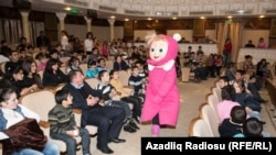 """Пьеса """"Маша и Медведь"""" в Азербайджане, 2013"""