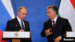 Hungary - Hungarian Prime Minister Viktor Orban (R) and Russian President Vladimir Putin attend a news conference following their talks in Budapest, Hungary, February 2, 2017