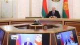 Александр Лукашенко созванивается с Владимиром Путиным, 1 июля 2021 года. Фото: AP