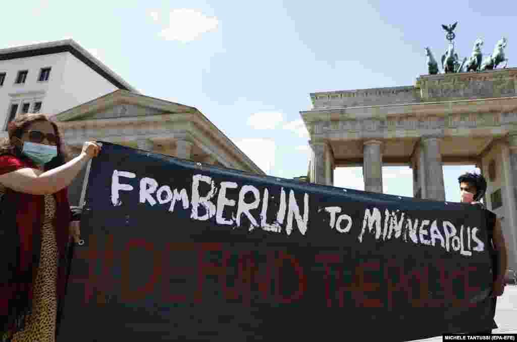 Из США протесты перекинулись на Европу. В Берлине тысячи человек вышли на демонстрации против расизма в США и выражали солидарность с погибшим Джорджем Флойдом