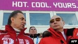 Владимир Путин и министр спорта Виталий Мутко на Олимпиаде в Сочи