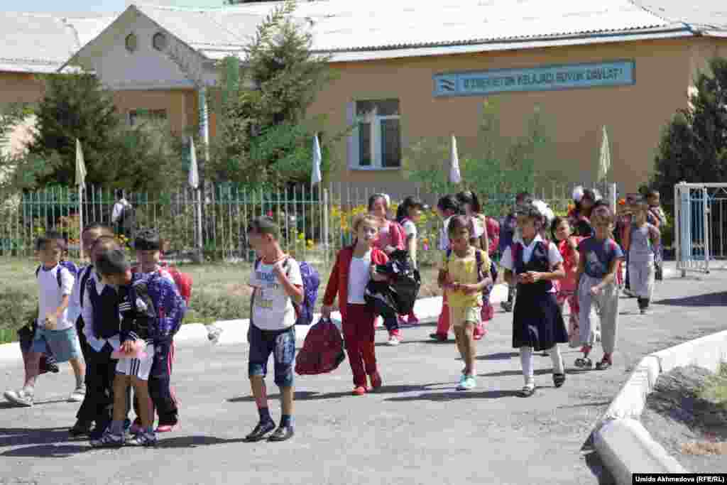 Ученики начальных классов школы №28 Верхне-Чирчикского района. Ташкентская область