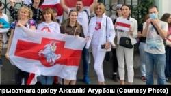Анжелика Агурбаш на акции солидарности у белорусского посольства в Москве
