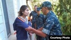 Гульнара Каримова при задержании возле своего дома 16 сентября 2014 года