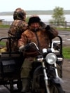 The Russian Village Of 'Muddy Continent' Sinks In A Quagmire Of Problems screen grab