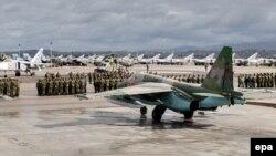 Российские военные на базе в Сирии