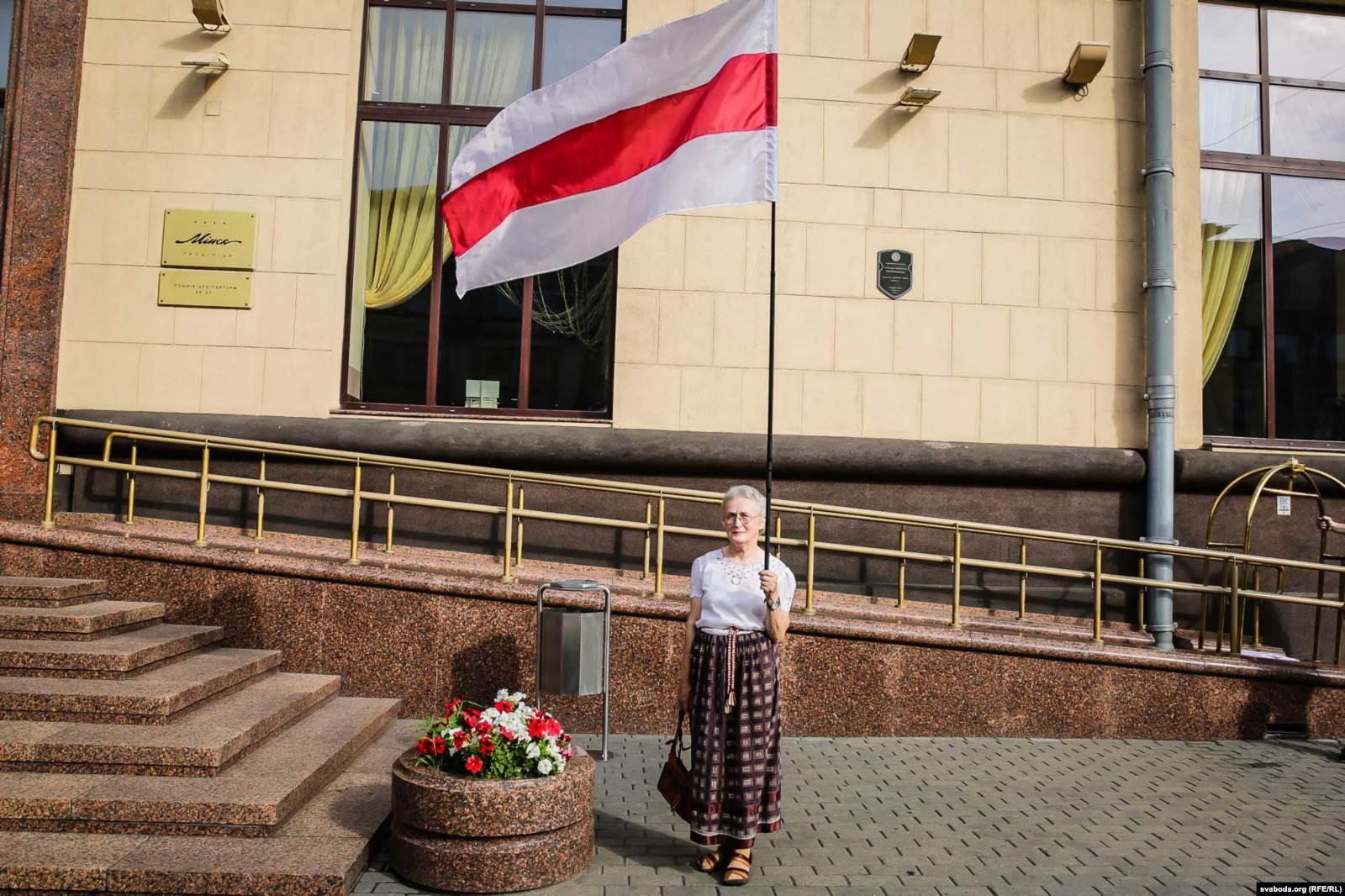 Нина Багинская на акции, посвященной дню принятия Декларации о государственном суверенитете Республики Беларусь, 27 июля 2016 года. Фото: svaboda.org (RFE/RL)