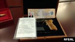 Найденный в квартире пистолет на имя Николая Азарова