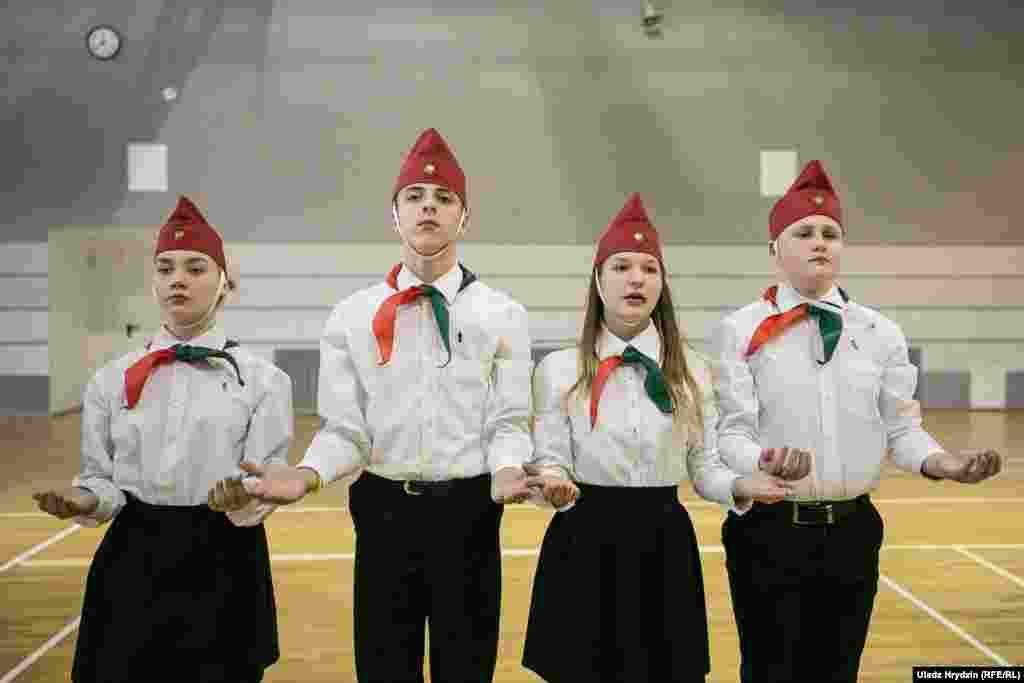 Белорусские пионеры во время парада в Минске 8 февраля. Фото – Влад Грыдзин