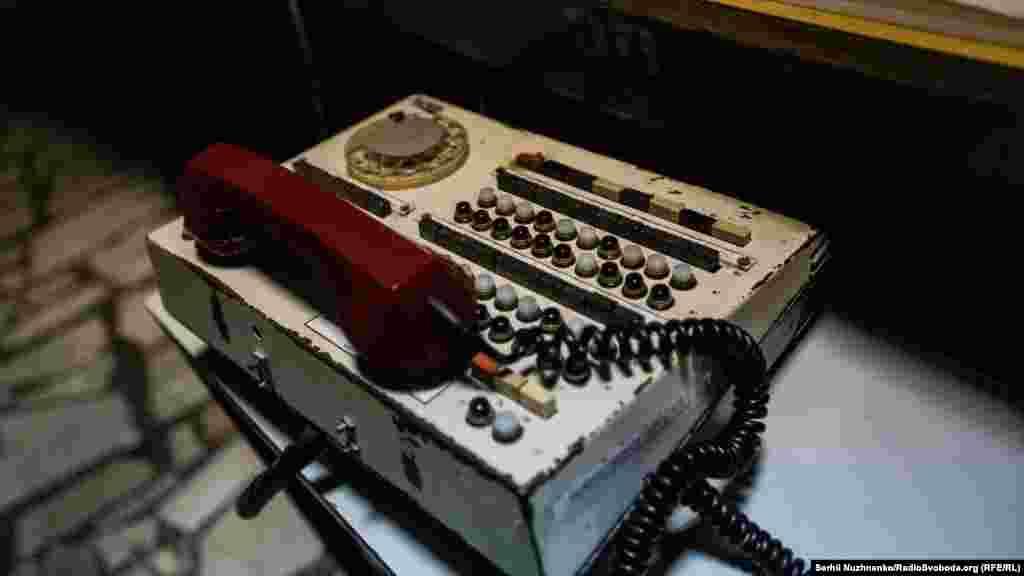 Телефон для связи между персоналом на рабочем месте старшего инженера управления блоком