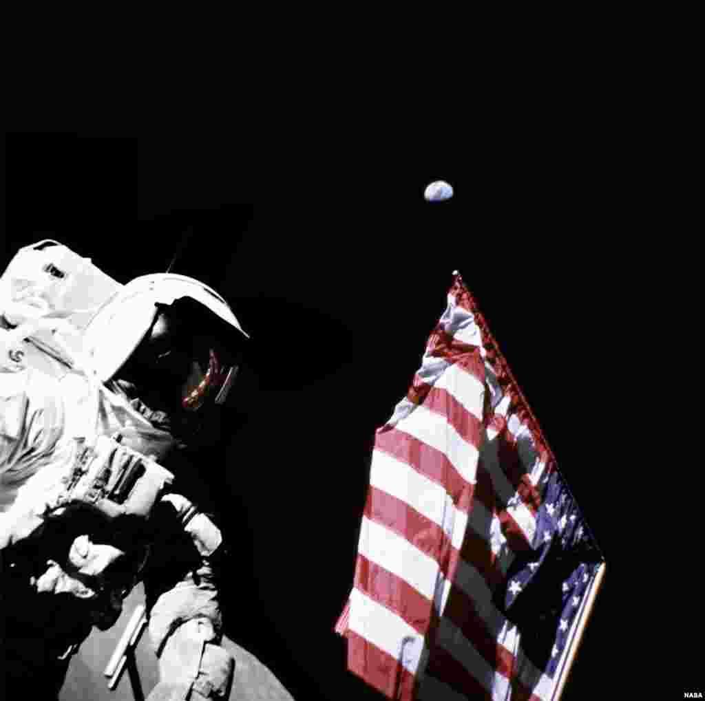 Американские флаги, установленные на Луне, побелели: за 40 лет солнце полностью выжгло красный и синий цвета