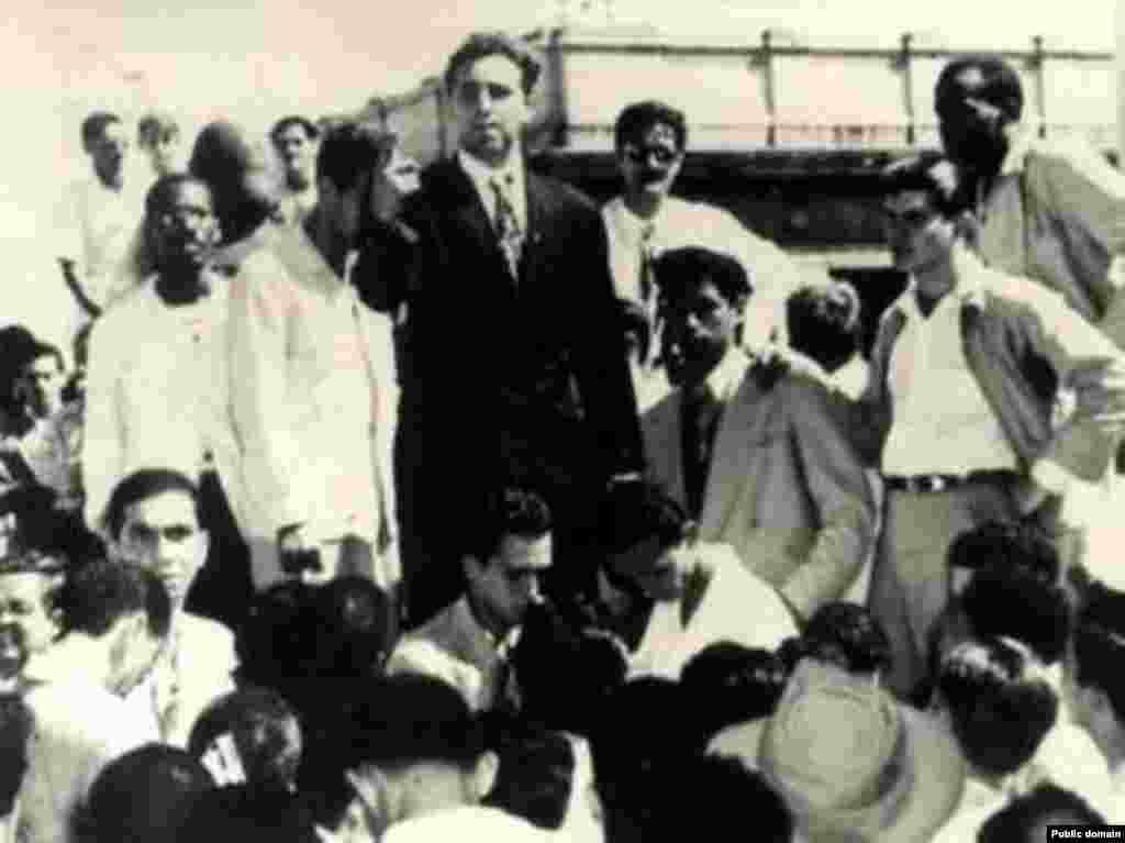 Гавана, студенческий протест, 1947 год (в центре в черном пиджаке)