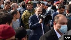 Никол Пашинян со своими сторонниками в Ереване