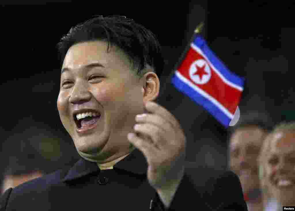 А на трибунах нашли двойника северо-корейского лидера Ким Чен Ына