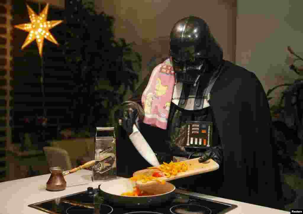 Как и все обычные люди, Дарт Вейдер наслаждается приготовлением домашней еды