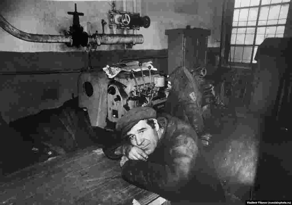 Рабочий во время перерыва, 1980 год