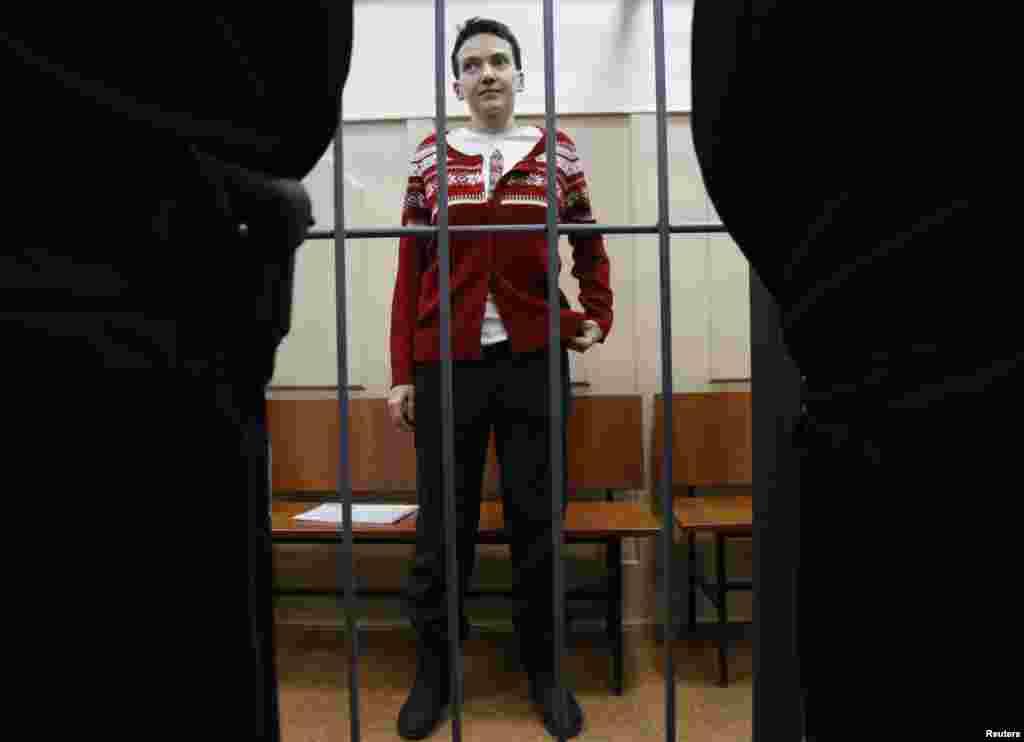 Украинская летчица Надежда Савченко во время судебного заседания 4 марта