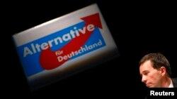 """Бернд Луке, профессор макроэкономики и один из основателей движения """"Альтернатива для Германии"""""""