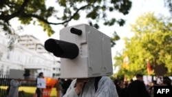 Архивное фото: протесты против массовой цифровой слежки в Берлине (2013 год)