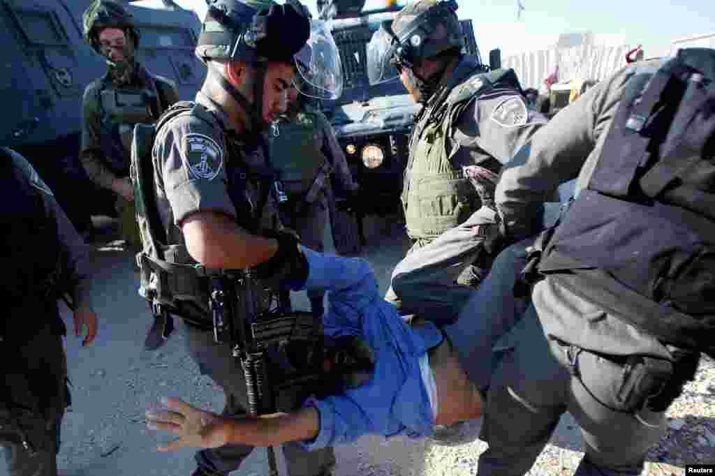 Любые нелегальные с точки зрения Израиля постройки, в том числе и палатки кочевников-бедуинов в пустыне Негев, подлежат сносу