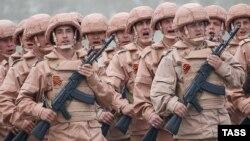 Российские военнослужащие на репетиции парада Победы, Латакия, 4 мая 2016