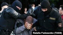 Задержание участника акции протеста в Минске