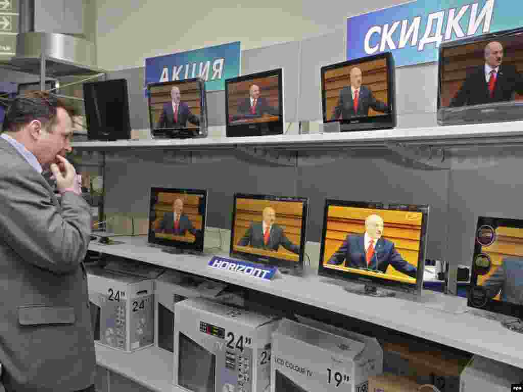 Трансляция выступления Лукашенко по национальному телевидению. 21 апреля 2011.
