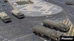"""Ракеты """"Искандер"""" на военном параде в Ереване, сентябрь 2016 года"""