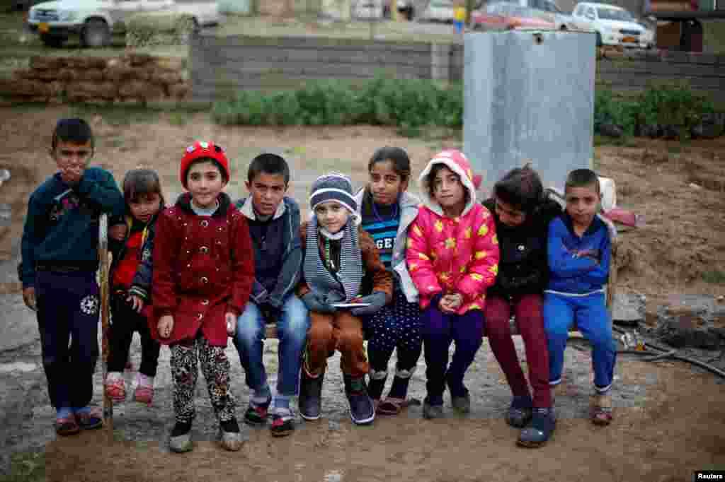 Во время операции по освобождению Мосула от ИГИЛ, коммандиру иракской армии сообщили, что в доме Абу Ахмеда и Умм живет мальчик-езид. Паре пришлось отдать его военным, которые разместили объявление о нашедшемся мальчике в фейсбуке. На фото – Айман в родной деревне
