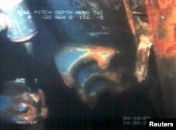 """Один из первых кадров подводной съемки затонувшего парома """"Эстония"""", 3 октября 1994 года. Фото: Reuters"""